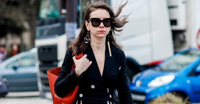 秋冬的大衣 配一只大号手袋才最美