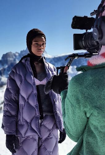 """Miu Miu 創下時裝秀""""巔峰"""":獨家登上海拔三千米的高山發布會"""
