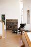 谭盾的钢琴装置作品靠着墙,旁边是柯布西耶的LC4椅子和18世纪的中式木墩。