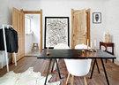 极简主义的家,处理不当就会显得冰冷无趣,然而在一栋充满历史感的老房子里大做减法,露出房子本身的岁月肌理,却令空间充满温暖。客厅两堵相对的白墙露出了凹凸不平的砖块肌理,深褐色边桌是英国拍卖行拍来的古董品,简单的黑白线条抽象主义画作是艺术家许东荣油画作品《极简无线》和墙上的黑白猫头鹰版画正与客厅正中的黑色大桌遥相呼应。