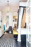 长条形的空间依次为卧室、洗手间和厨房,洗手间上方设计了一个衣帽间。