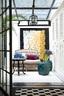 由入户庭院改成的阳光房,家里的艺术品全部由男朋友一手度身定制。