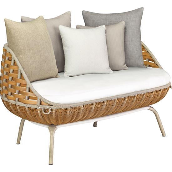 靠背配合圆润柔软的座椅设计图片