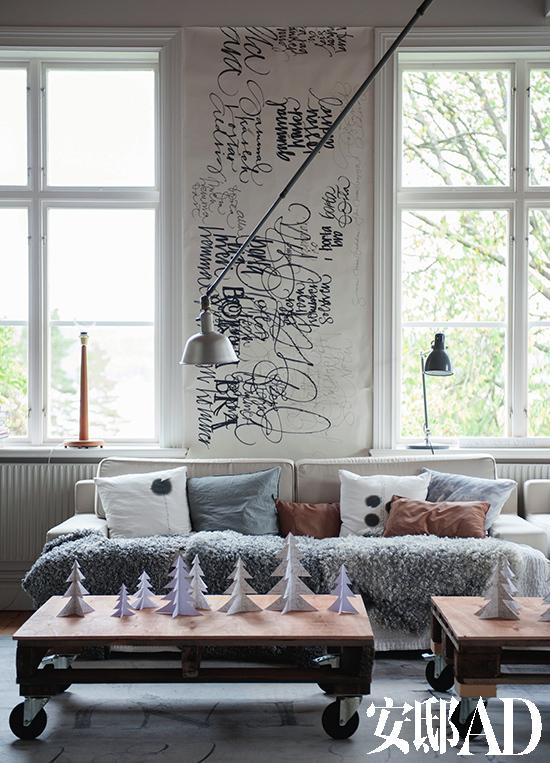 墙面上还能看到ylva把自己手绘图重新剪裁制成的墙纸