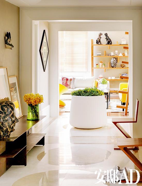 15年前,受室内设计师朋友的熏陶,juan对家具设计也产生了强烈的