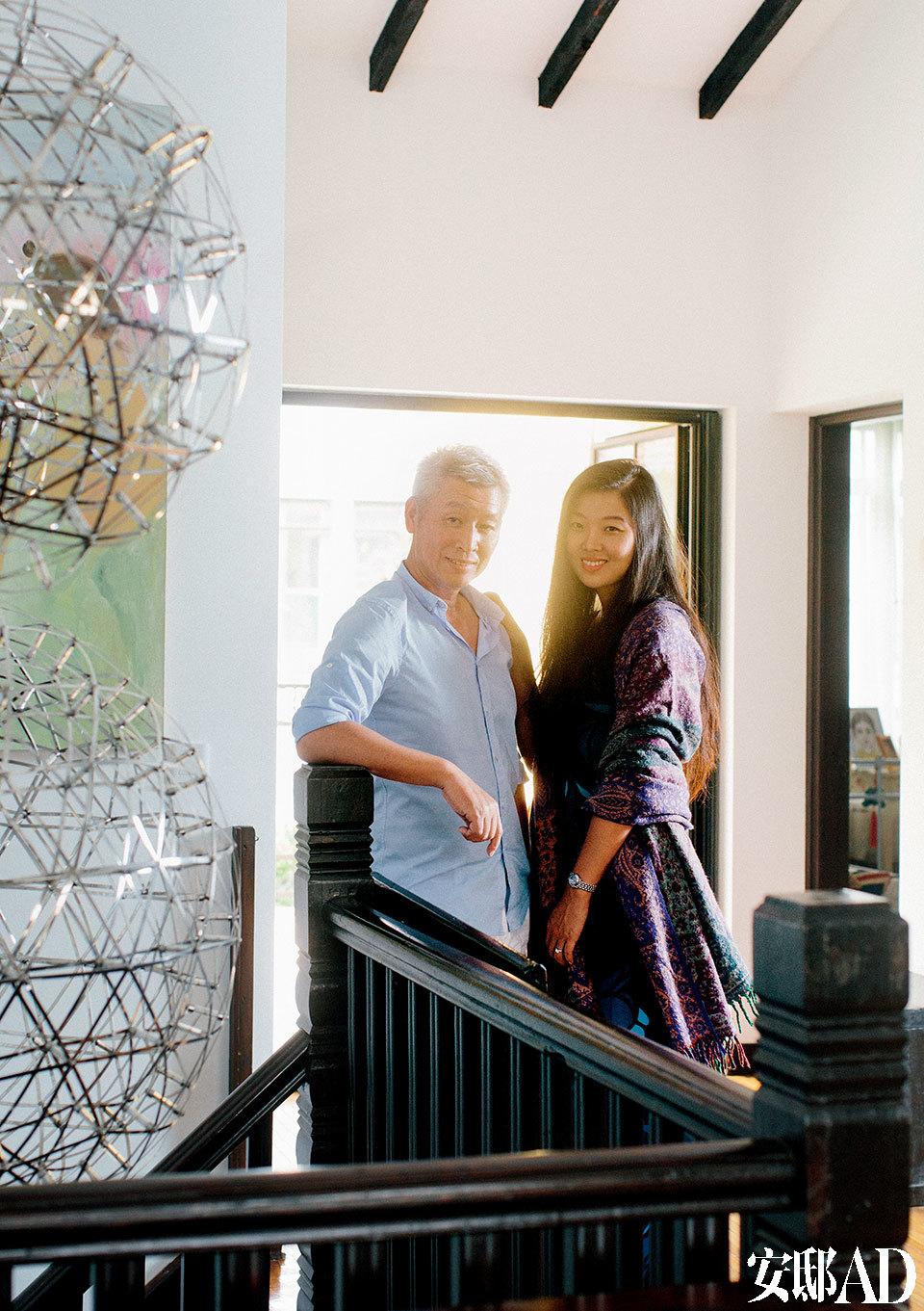 主人:李光程,从事国际航运工作,曾在英国工作多年,后回到上海为所属公司创办中国代表处,从此爱上了上海的老洋房,并选择在这样的建筑里安家。最近他和太太晓思共同完成了家里的二度装修。