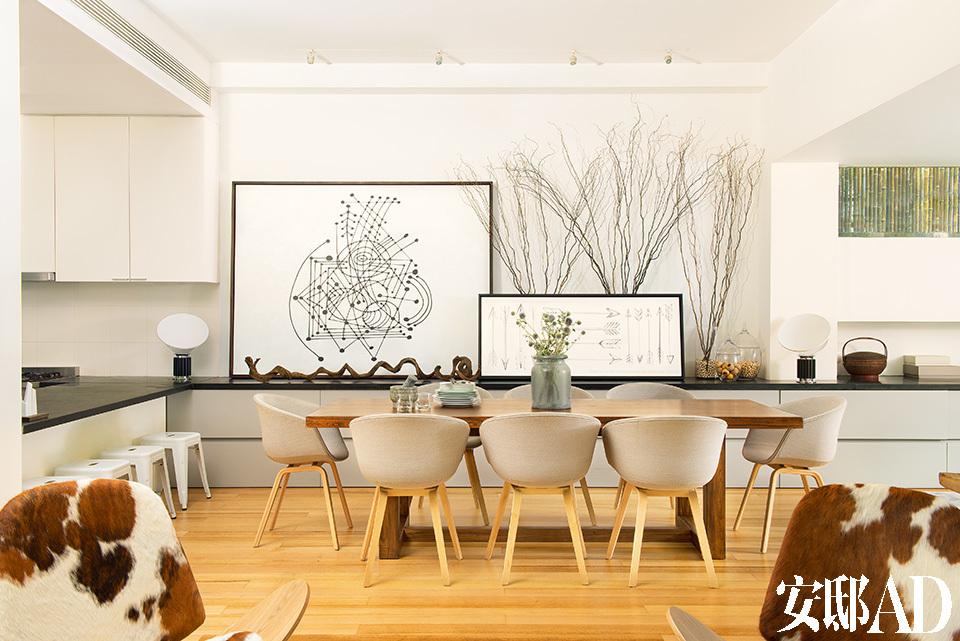 餐厅灰色的色调,符合女主人对于宁静的视觉需求。不用餐的时间里,这里还能变成孩子们的学习区域。Lora热爱毕加索,墙上的图案来自于她的毕加索式涂鸦。