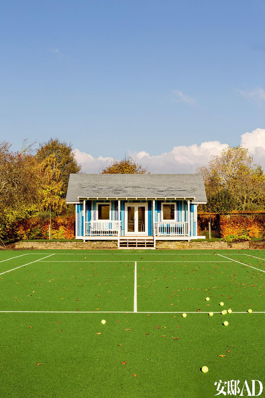 网球场后面是Richard Woods设计的乒乓球馆。