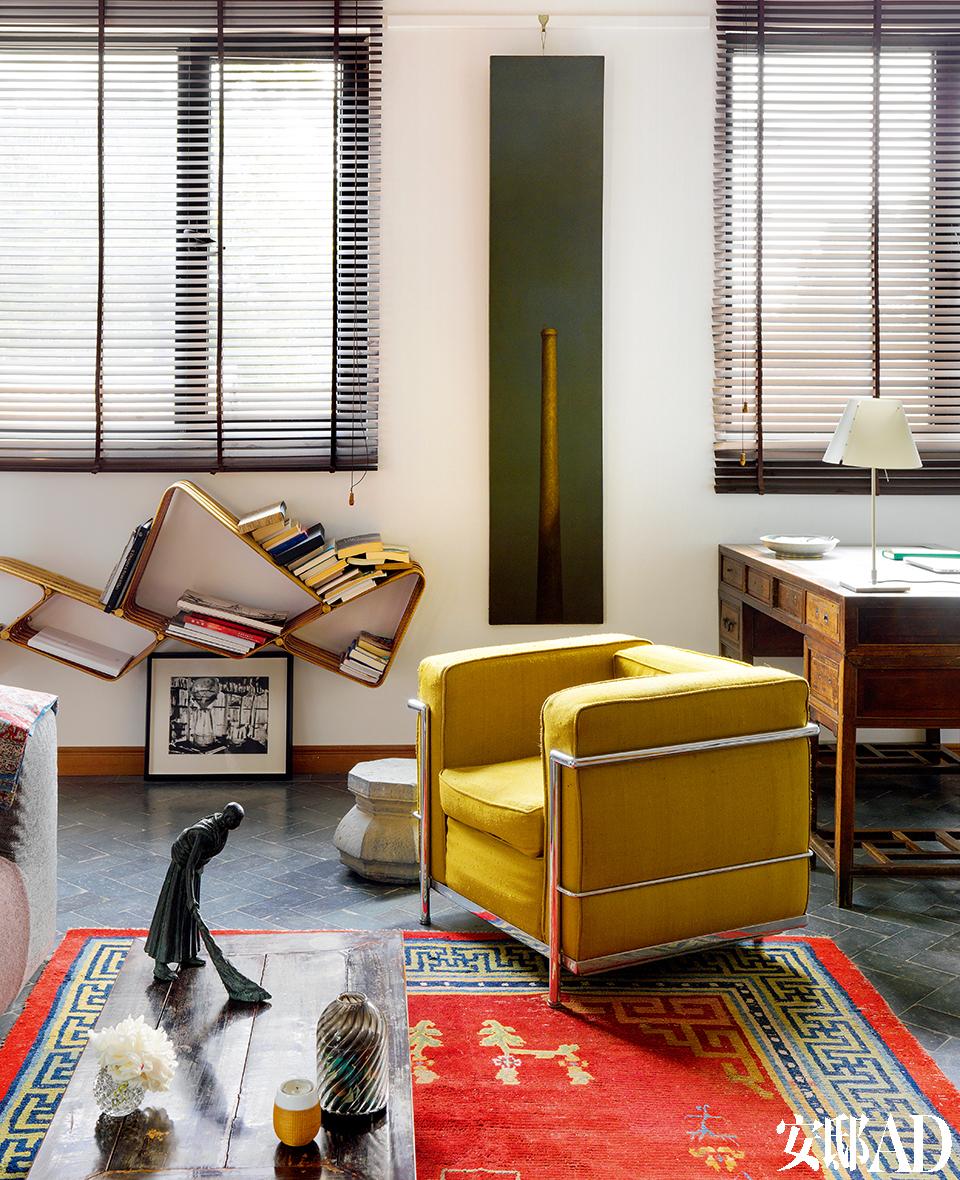 虽然新家只有原公寓面积的一半,但功能划分合理有效,休息、工作、会客都有独立的区域。