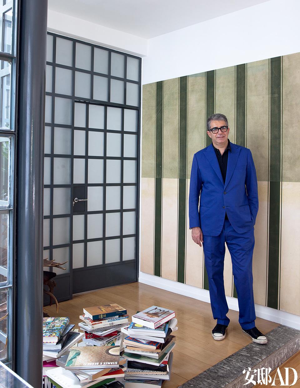 主人: Gió Marconi是欧洲著名的画廊主人、收藏家,他与父亲在1990年创办了Gió Marconi Gallery。之后的20多年,这所画廊成为欧洲新学院派艺术家、国际先锋艺术家的聚点。Marconi还曾离开意大利,搬去巴黎和旧金山生活过很长一段时间,但最后还是选择了回到米兰。