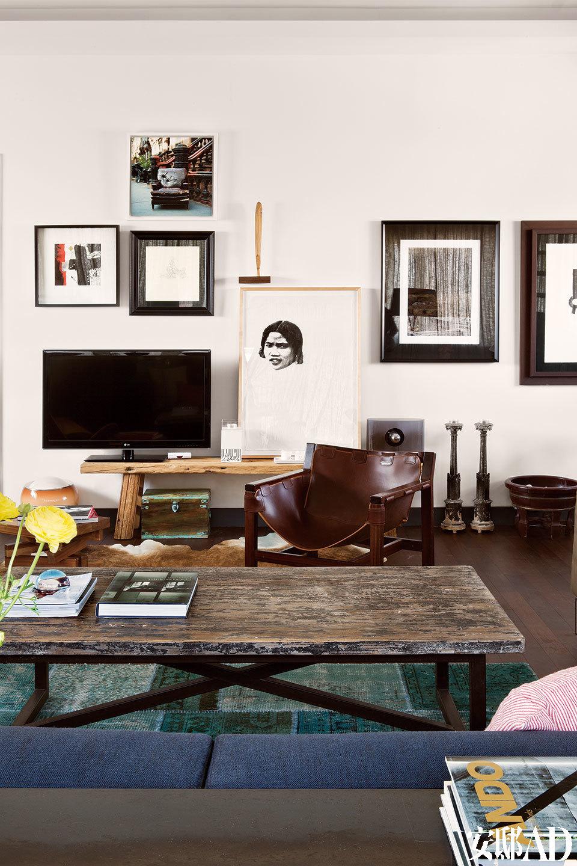 客房里摆放的巨幅老上海画报拼贴,是Lama和Ramon的共同创作。