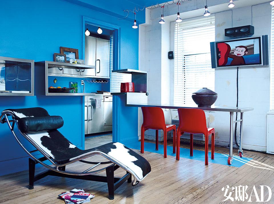 Giuseppe Lignano自己设计制作而成。LC4休闲躺椅为Le Corbusier的设计作品。