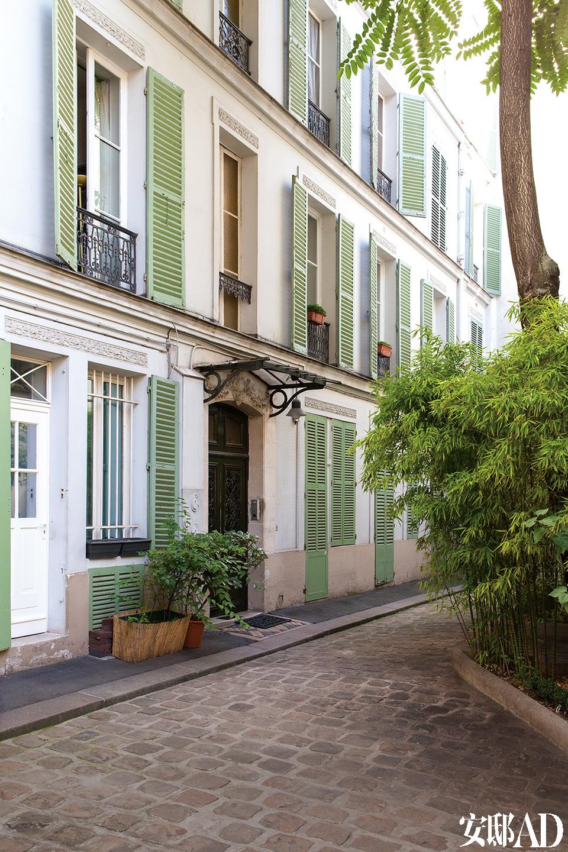 公寓外景,公寓位于巴黎浪漫生活博物馆(Musée de laVie Romantique)附近,一条鹅卵石小路直通门口。