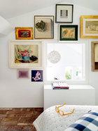 卧室位于阁楼上,被姚谦最珍爱的艺术品所环绕,就像他的秘密基地,关着静静的理想主义和害羞的美。狭小的卧室。这里是姚谦最私密的地方,空间被(顺时针方向)常玉的《静物》、赵无极的《伊甸园》、Giorgio Morandi的《静物》、Tsuguharu Foujita的《娃》、Gino Korehiko的《All Along》、王光乐的《无题》、丘堤的《月季与漆盒》、Renoir的《Vase》和Avigdor Arikha的《Fig》等众多艺术品所环绕。