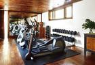 健身房的健身器材来自Life Fitness。