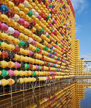 """他用两万多只灯笼让美术馆变身""""花果山""""!"""