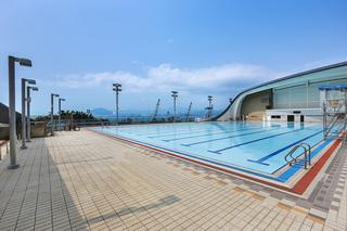 Poolside Panoramas 泳池好风景