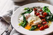 茄炖菠菜配溏心蛋