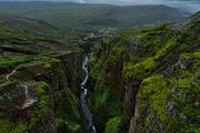 冰岛的冬季时间较长且多风雪,冬季日照时间则非常短,一般游客较少。