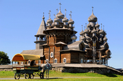 基日岛(Kizhi),俄罗斯俄罗斯的一座小岛,坐落在奥涅加湖(Onega River )之中,拥有宏伟的圣母安息大...