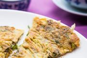 香椿苗煎蛋。老南京爱吃香椿头炒鸡蛋,这也是清明前后的时令菜。在菜市场,一小把约1两的香椿头,价格5至...