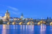 查理大桥:查理大桥横跨伏尔塔瓦河,连接布拉格的老城与新城,据说以前还是历代国王加冕游行的必经之路。...
