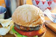 在动画片《海绵宝宝》出现的汉堡,十分美味。痞老板经常来偷取蟹黄堡的秘方,可是屡战屡败。蟹黄堡秘方由...