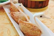 08:00 得闲饮茶。Tips:泮溪酒家八大美点是:绿茵白兔饺、像生雪梨果、鹤鹑千层酥、蜂巢蛋黄角、生炸灌汤...