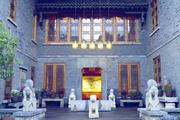 有文化的建筑,总能一眼就能打动你 所谓建筑符号,是承袭,亦是一段历史;松赞丽江林卡,每一处都有故事...