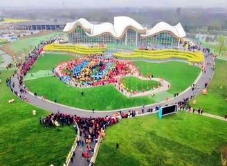 第七届四川-崇州赏花节在天府国际慢城开幕 建筑+艺术点亮乡村