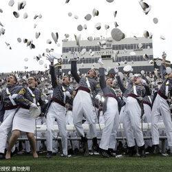 西点军校举行毕业典礼看美国大兵最美一瞬