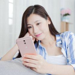 余文乐为金立S9带盐 这手机长的帅吗?