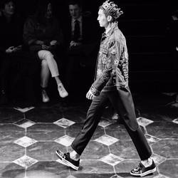 """盛一伦登国际T台为Dolce & Gabbana走秀 完美诠释古典""""王子"""""""