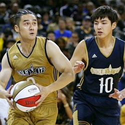 蒋劲夫、吴亦凡参加NBA名人赛 篮下强起精彩跳投引爆全场
