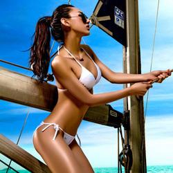 游艇上的性感女郎