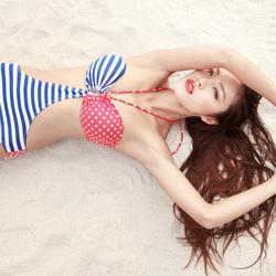 沙滩泳装女郎