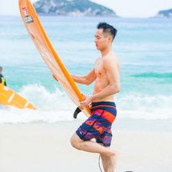 """""""花少团""""杨祐宁化身冲浪男孩秀八块腹肌"""