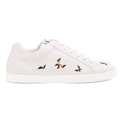 为小白鞋增添些情趣