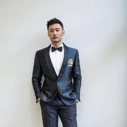 余文乐身着TOMMY HILFIGER定制西服出席第八届北京国际电影节
