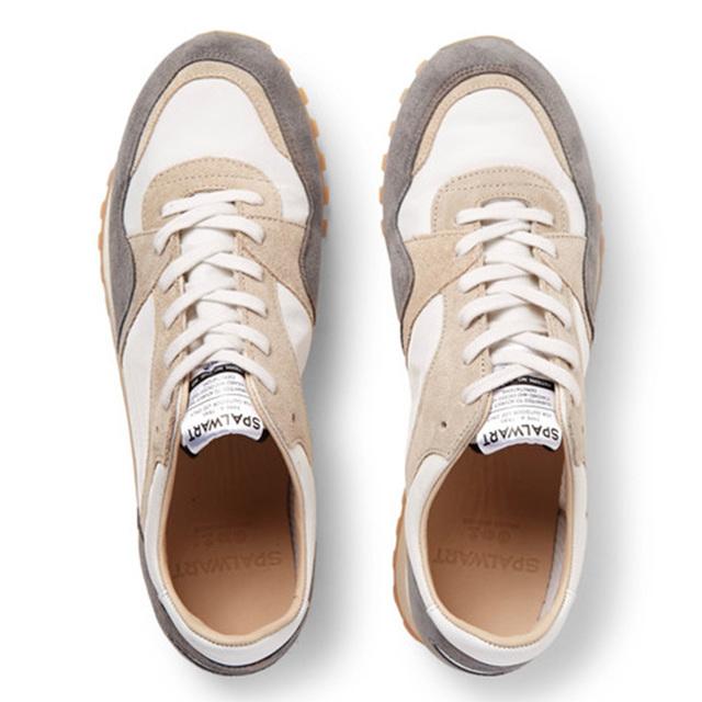复古运动鞋也要手工制作