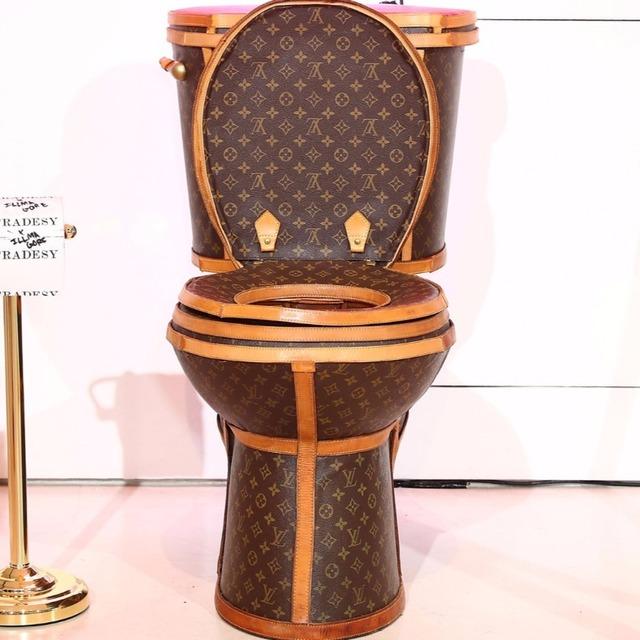 镀金马桶会让你上厕所用掉更长时间吧