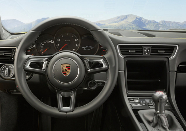 在整体的外观造型上,它和现款911并无明显差别,但细节处的改良显然更能笼络车主们的心,如和车身颜色不同的外后视镜就显得动感十足,将炫酷的运动气质发挥得淋漓尽致。