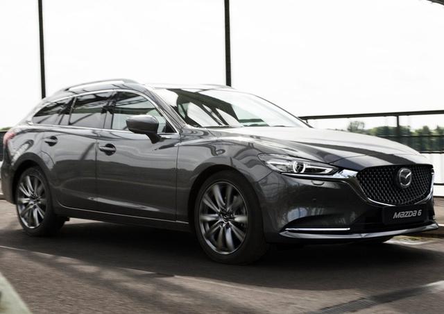 很显然,Mazda 6 Wagon [EU]在外观设计上,吸收了很多跑车的经典元素,如十分常见的重心后移,在它身上就体现出来了。此外,它的豪华装备也十分瞩目,卡式智能钥匙、大灯自动开关、遥控开关玻璃等高科技,应有尽有,丝毫不逊色。