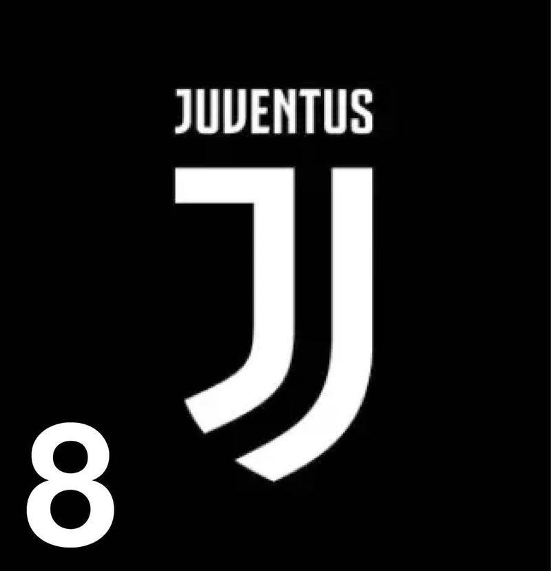 设计 尤文图斯的新队徽 从1897年开始,尤文图斯的队徽从没有像这次这样发生颠覆性的变化。新队徽言简意赅,分别是一个大写和小写的字母 J。俱乐部官方并未给出新队徽的具体设计含义,意大利媒体分析大写的字母J代表着JUVENTUS,小写的j代表尤文将更贴近年轻一代,支持老妇人的不应该只是老一代球迷。但是新队徽引来了不少球迷的吐槽和 PS,甚至有人将它和健力宝以及锦江之星的 logo 做对比。