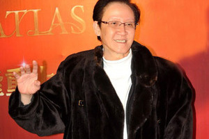 香港影坛大佬向华胜身边的男人女人