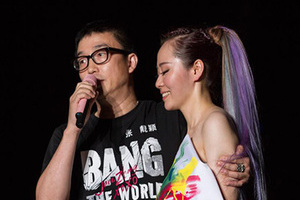 张靓颖演唱会催婚冯柯 舞台上求婚的明星