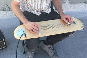 新创意!拉风滑板电吉他