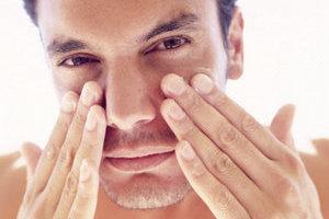 冬季眼部抗皱 只需加点油