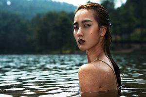 性感大片 湖里的美人鱼