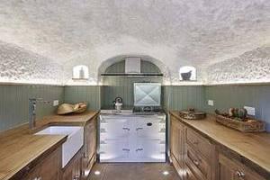 700年废弃砂岩洞变身华丽别墅
